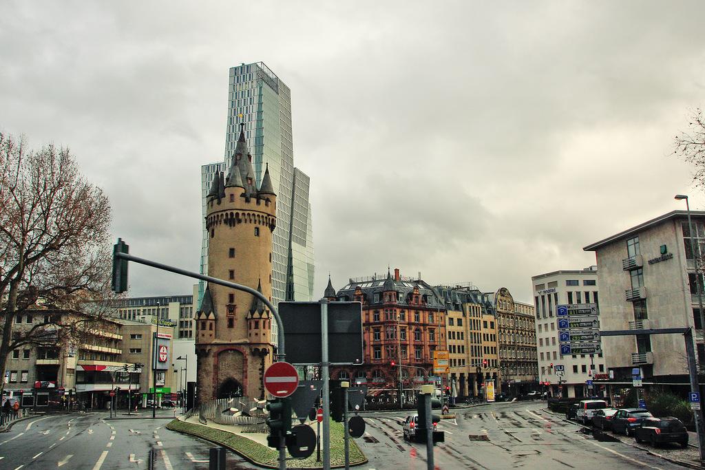 Франкфурт на Майне город Германия земля Гессен  Германия Башня Эшенхайм во Франкфурте на Майне